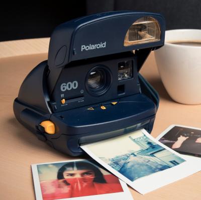 impossible-polaroid-600-90s-vintage-kamera